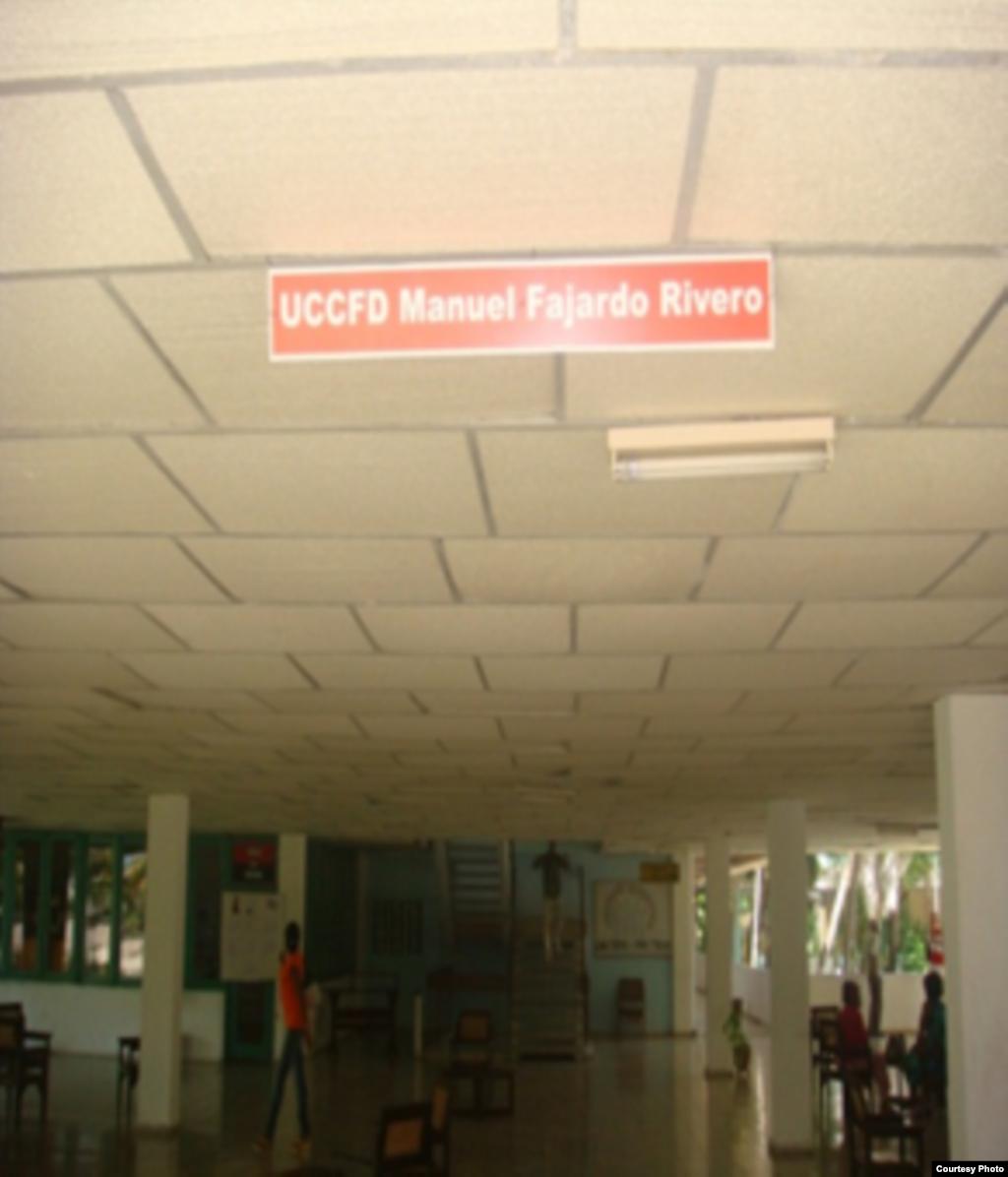 Un recorrido por un centro universitario en Santiago de Cuba, a pocos días de iniciarse el curso escolar 2010-2013 muestra el deterioro de las instalaciones.