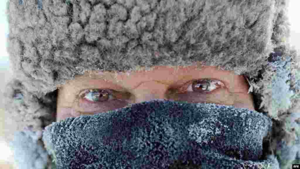 Residentes de Minneapolis se abrigan muy bien para resistir las gélidas temperaturas