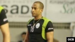 1800 Online con el voleibolista cubano Yasser Romero Mayeta.