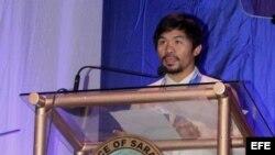 Manny Pacquiao da un discurso durante un encuentro político en la ciudad de Alabel, en la provincia de Sarangani, en el sur de Filipinas.