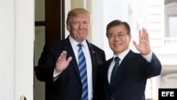 El presidente de EEUU Donald Trump, junto a su homólogo de Corea del Sur, Moon Jae-in.