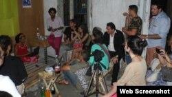 Artistas y escritores se reúnen frente al Museod e la Disidencia, en La Habana Vieja. (Archivo)