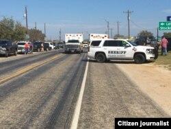 Patrullas de la policía local en la escena de la matanza. Foto Twitter @MaxMasseyTV