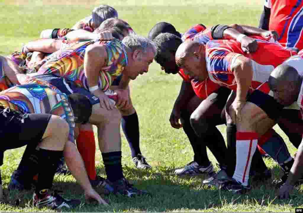 Nuevamente el deporte como herramienta de unión entre los pueblos hizo posible el primer partido de rugby desde la apertura de las relaciones entre Cuba y EEUU en 2014: todos mezclados y en un mismo equipo, señaló Rugby Sin Fronteras, organizadora del encuentro.