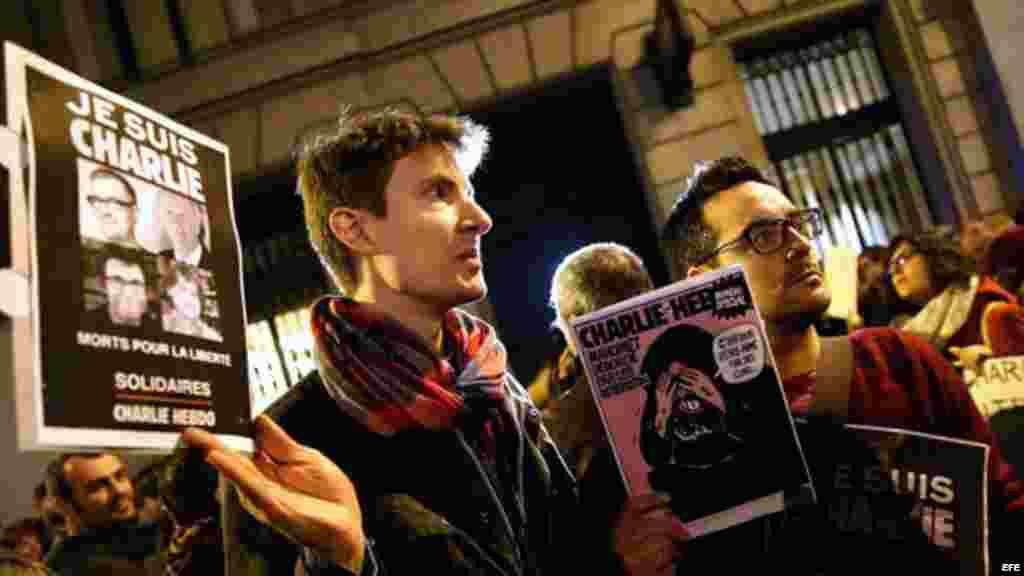 Concentración ante el consulado de Francia en Barcelona para condenar el ataque terrorista