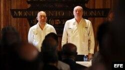El secretario de Estado de Comercio de España, Jaime García-Legaz (i) y el ministro cubano de Comercio Exterior, Rodrigo Malmierca (d), asisten a la reunión del Comité Bilateral Hispano-Cubano, que se celebra hoy, jueves 19 de mayo de 2016, en La Habana