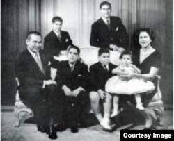 Foto familiar previo a la salida de Cuba a fines de la década de 1960.
