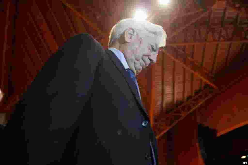 El escritor peruano Mario Vargas Llosa participa hoy, jueves 24 de abril de 2014, en un foro sobre libertad y democracia en América Latina, en Caracas.