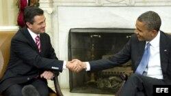 El presidente estadounidense, Barack Obama, se reúne con el mandatario electo mexicano, Enrique Peña Nieto, en la Oficina Oval de la Casa Blanca en Washington DC (EE.UU.)
