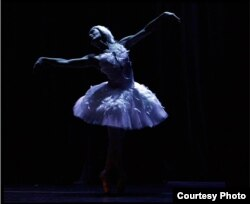 """La prima ballerina Rosario Suárez """"Charin"""". Foto: ©Pedro Portal, cortesía."""