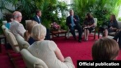 El vicepresidente cubano Miguel Díaz Canel y congresitas estadounidenses