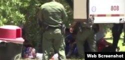 Los migrantes rescatados no necesitaron atención médica pese a las horas de encierro y falta de ventilación.