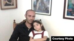 Leandro Sorrentino y su hija Isabel. Foto cortesía de Augusto César San Martín y Cubanet.