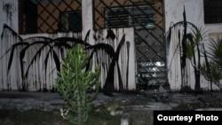 Apedrean y embadurnan viviendas de Damas de Blanco y opositores en La Habana