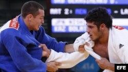 El judoca cubano Asley González (d). Foto de archivo