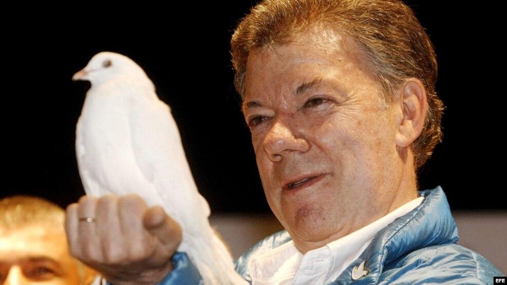 Fotografía de archivo (08/06/2014) del presidente de Colombia, Juan Manuel Santos, que ha ganado hoy el premio Nobel de la Paz 2016 por sus esfuerzos por llevar la paz a su país tras 50 años de guerra civil, anunció hoy en Oslo el Comité Nobel de Noruega