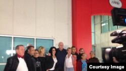 Grupo de cubanos procedentes de Centroamérica llegan a Miami