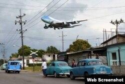 El Air Force One con el presidente Obama a bordo llega a La Habana, una de las 10 mejores fotos de la lista Time en 2016. (Foto Alberto Reyes, Reuters vía Time)