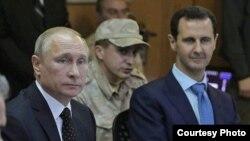El presidente ruso, Vladimir Putin (izq), principal apoyo del gobernante sirio Bashar Assad (izq).