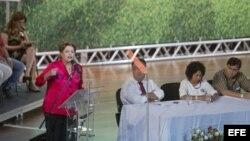 La presidenta brasileña, Dilma Rousseff, habla durante el acto de conmemoración de los 34 años de fundación del PT