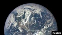 La imagen refleja detalles de la estructura del planeta.