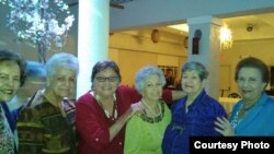 Presas políticas cubanas. De iz. a dr.:Lidia Pino, Nilda Díaz, Cary Roque, Reina Peñate, Nereida Montes de Oca y la Dr. Isabel Rodríguez.