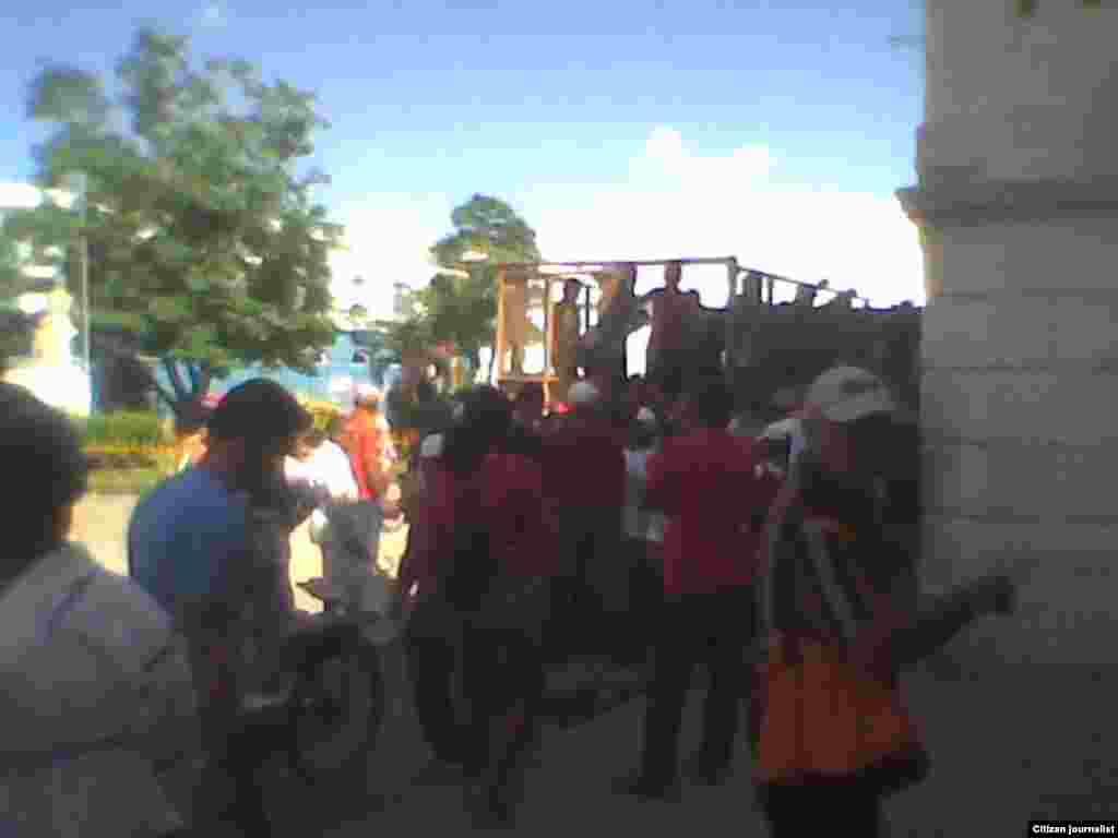 Carro-rastra uno de los medios de transporte más usados en Cuba