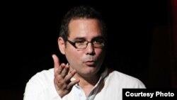 Entrevista con el dramaturgo cubano Yoshvani Medina