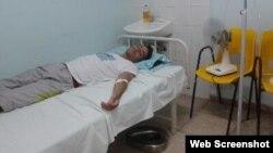 Carlos Amel Oliva recibe atención médica. (Foto vía Twitter)