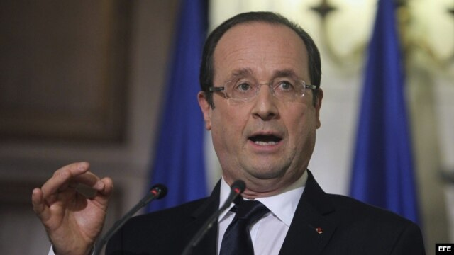 El presidente galo, François Hollande, ofrece una rueda de prensa en Atenas, Grecia.