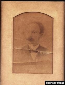 Fotografía de José Martí regalada por éste a Tomasa Figueredo en 1892.