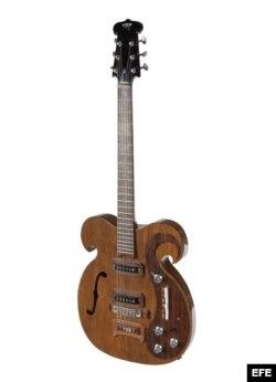 """Fotografía de la guitarra eléctrica de la marca VOX que utilizaron John Lennon y George Harrison durante la gira """"Magical Mystery"""" a finales de los años 60."""