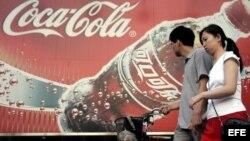 Coca Cola también estuvo ausente por muchos años en China, adonde regresó en 1979 tras el inicio de reformas en ese país.