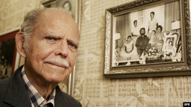 Huber Matos, el único de los comandantes históricos de la revolución cubana exiliado, quien afirmó que Fidel Castro traicionó los principios revolucionarios hasta convertirlos en el fraude más costoso que ha pagado un pueblo en la historia de América.