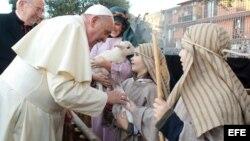 El Papa Francisco visita un Belén viviente