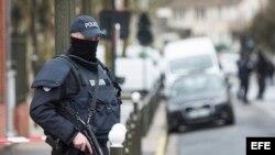 La policía gala arrestó a un hombre y desmanteló un proyecto de atentado.