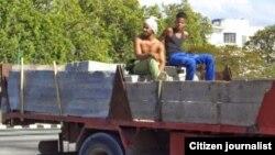 Reporta Cuba Trabajan en la construcción Foto Serafin Morán