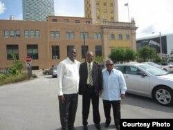 Juan Antonio Madrazo, Manuel Cuesta Morúa y Leonardo Calvo, activistas contra el racismo en Cuba durante su visita a EEUU en 2013.