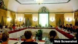 Fiscales de EEUU y Cuba reunidos en La Habana.