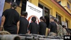 """Ex guerrilleros de las FARC acogidos al """"programa de atención humanitaria al desmovilizado"""" del gobierno de Colombia/ 2007"""
