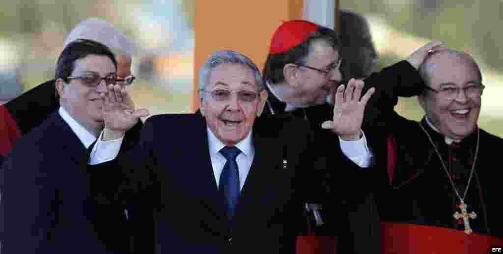 Raúl Castro en el aeropuerto de La Habana tras despedir a Francisco en un instante con la prensa.