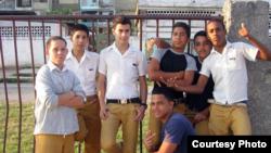 Estudiantes cubanos de secundaria