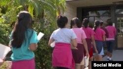 El Senador Marco Rubio visitó en Homestead, al sur de Miami, un albergue temporal para niños traídos ilegalmente por sus padres a EE.UU.