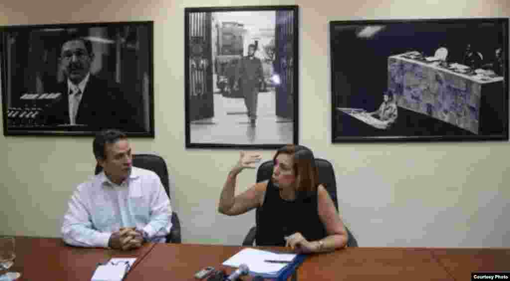Gustavo Machín y Josefina Vidal en la sede del MINREX.