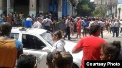 Habaneros exigen a las autoridades agua, electricidad y recojida de la basura/ Facebook Liu Santiesteban via Andy Michel Fonseca.