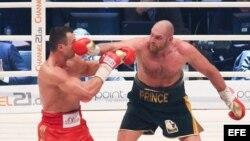 Vladimir Klitschko (i) vs Tyson Fury (d).