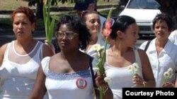 Arrestan a Damas de Blanco en La Habana, reportaje de Ada Balda