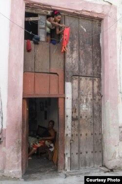 Barbacoa: cuando la familia crece hay que echar un piso alto. (Juan Suárez, Havana Times).