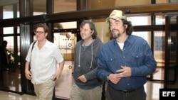 Benicio del Toro (d), el director serbio Emir Kusturica (c) y el productor español Álvaro Longoria (i).