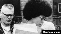 La fugitiva y asesina Assata Shakur en tiempos de su juicio en Nueva Jersey. Archivo.